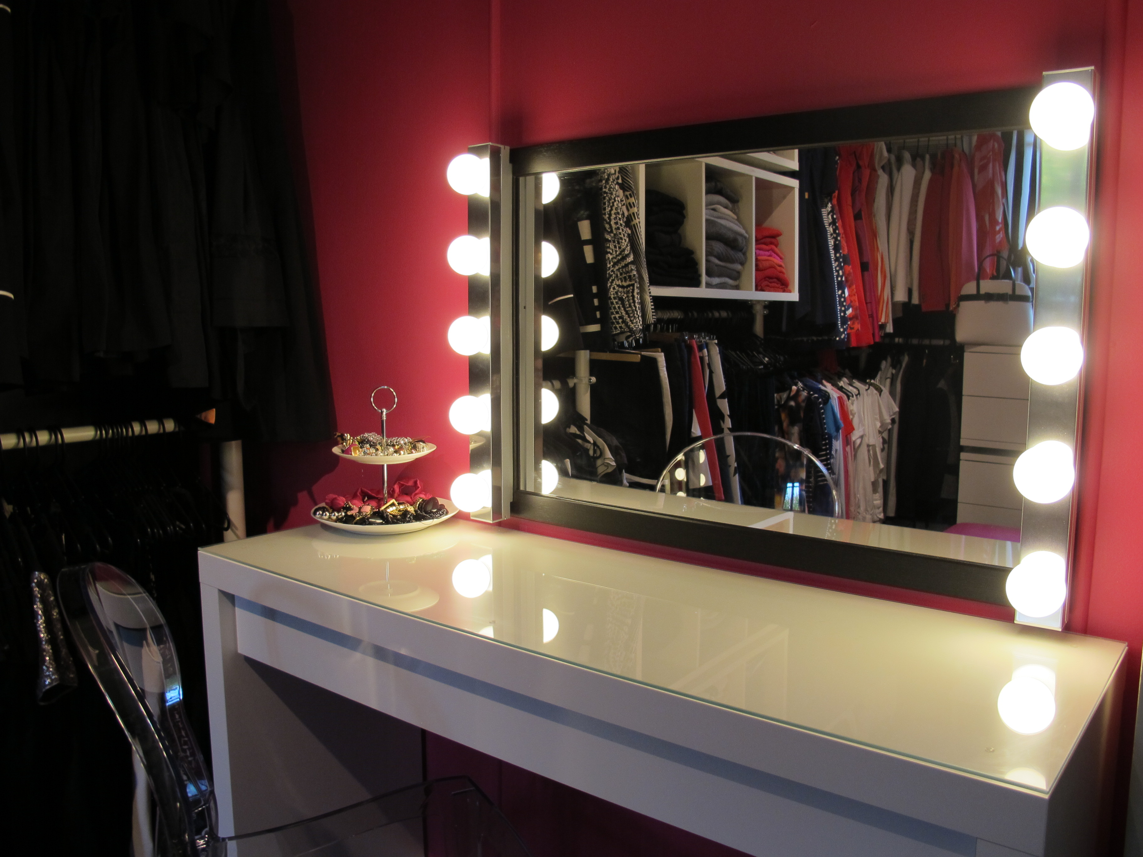 a peek inside my wardrobe plus 9 tips to fall in love. Black Bedroom Furniture Sets. Home Design Ideas